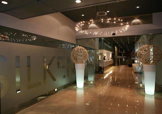 http://silken-ramblas.cataloniahotels.net/data/Photos/Big4/6808/680837/680837880.JPEG